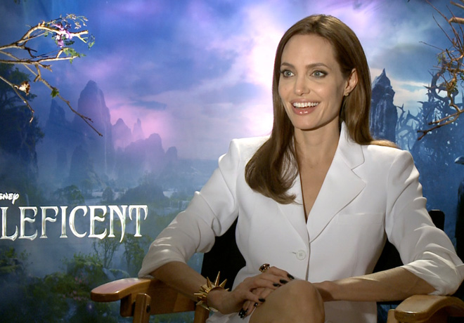 E - Coffee Break - Angelina Jolie 1