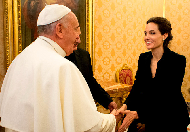 Papa Francisco - Angelina Jolie