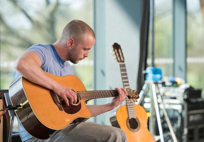 Film And Arts - Guitar Star